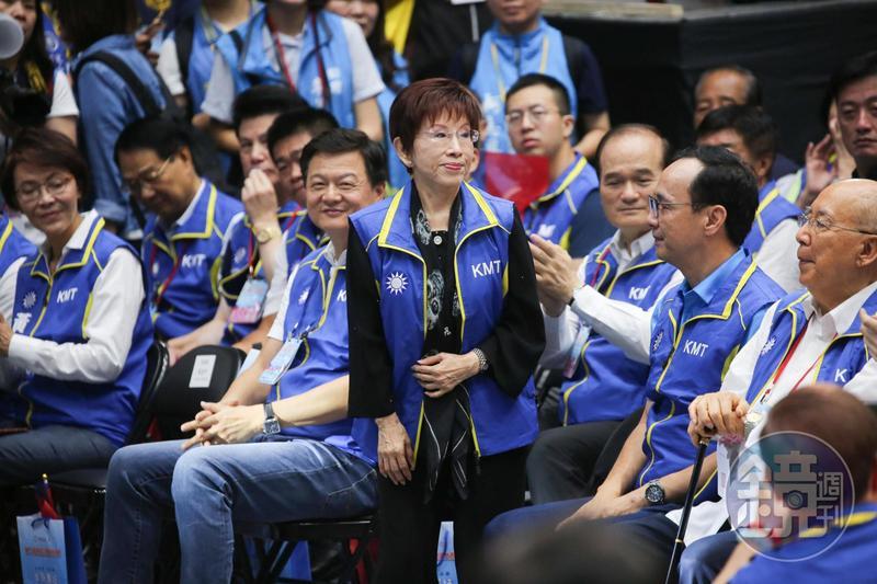 面對外界有人建議國民黨要「去中國化」,洪秀柱強調她完全無法接受,若真的要去中國化,這個黨乾脆解散、走入歷史算了。