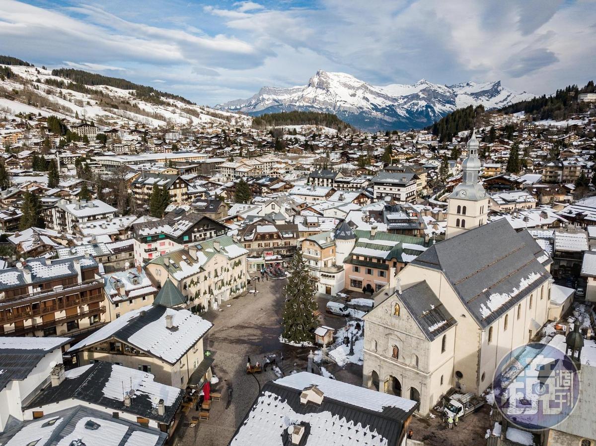 阿爾卑斯山腳下的梅傑夫,白雪覆蓋宛如童話小鎮。