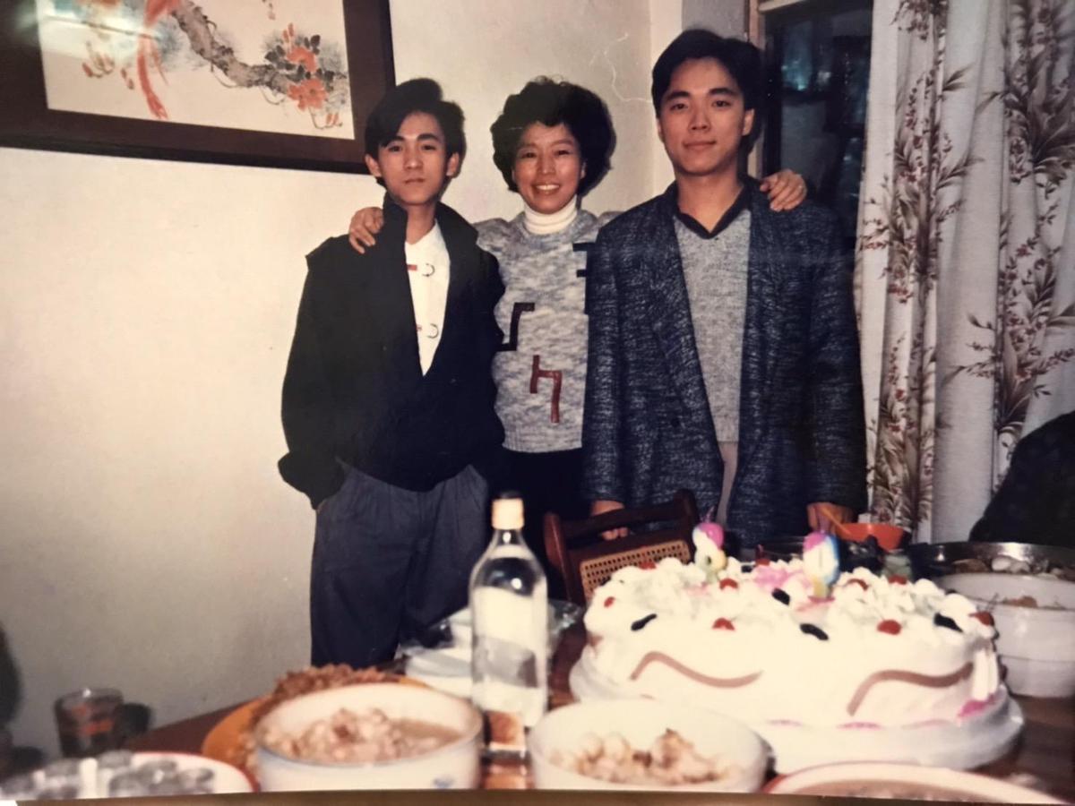 林啟聖(右)是家中長子,他自爆高中時太頑皮,曾被退學。(林啟聖提供)