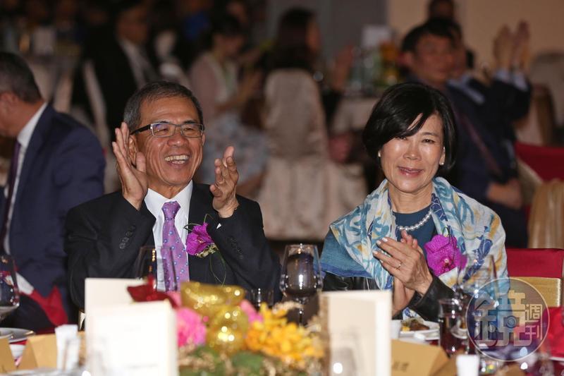 仁寶副董事長陳瑞聰和老婆李敏芳一起出席尾牙。