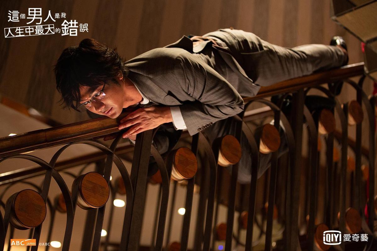 速水茂虎道在《這個男人是我人生中最大的錯》飾演抖M高富帥。(愛奇藝台灣站提供)