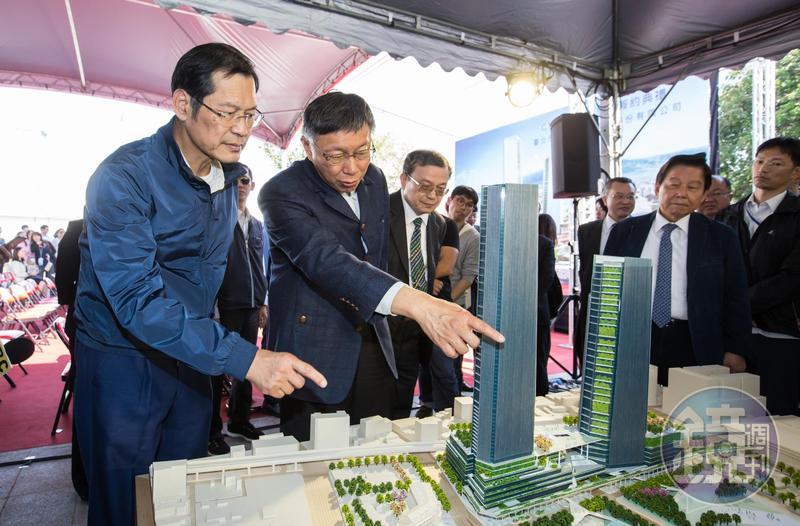 許崑泰拿下台北雙子星開發案,台北市長柯文哲和他簽約後還一起討論雙子星的未來規劃。