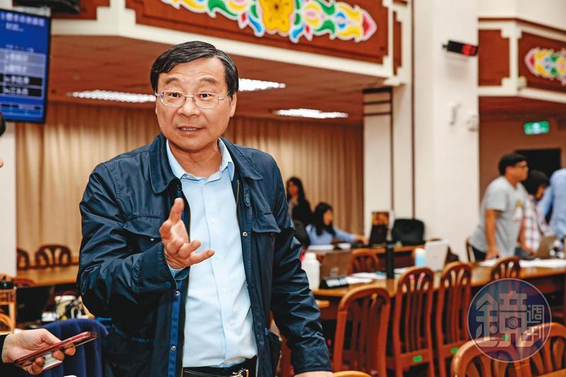 曾任金管會主委的國民黨立委曾銘宗(圖)驚爆曾在去年四月間邀集三家公股銀行協商,讓潤寅展延三個月,未料,楊文虎夫妻在此時潛逃出境。