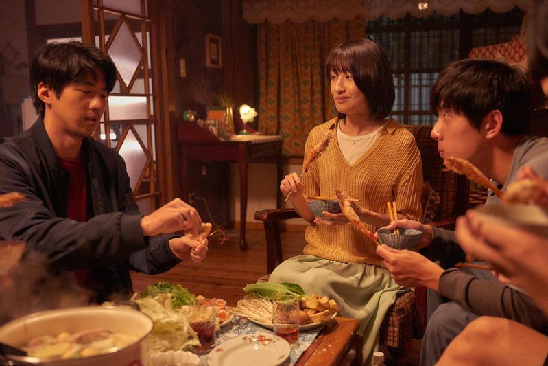 謝博安(右起)、柯佳嬿、傅孟柏3人在《你的情歌》譜出愛情故事。(甲上提供)
