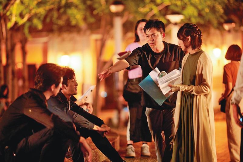 安竹間(右二)花2年籌拍《你的情歌》,並利用詳盡的企劃說明吸引企業家投資挹注。(甲上提供)