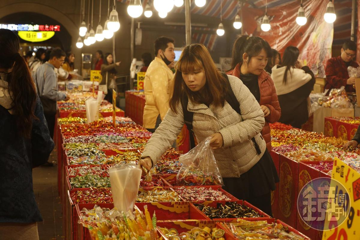 民眾在年前採買時,可適量購買,不然可能會出現吃不完或是攝取過多糖分的狀況。