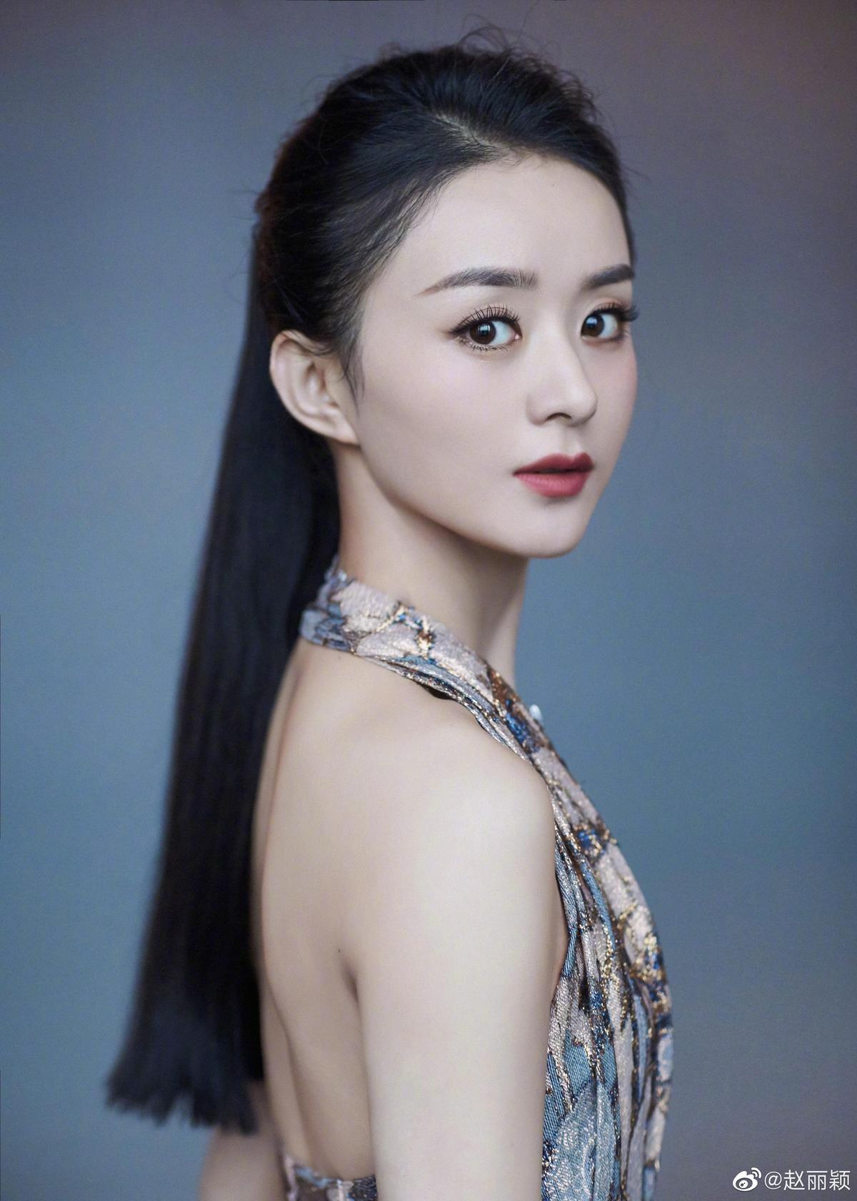 趙麗穎是中國大陸當紅花旦,身家好幾億,但她從小在農村長大,依舊保有節儉習慣,穿的、用的幾乎都是平價貨。(取自趙麗穎微博)