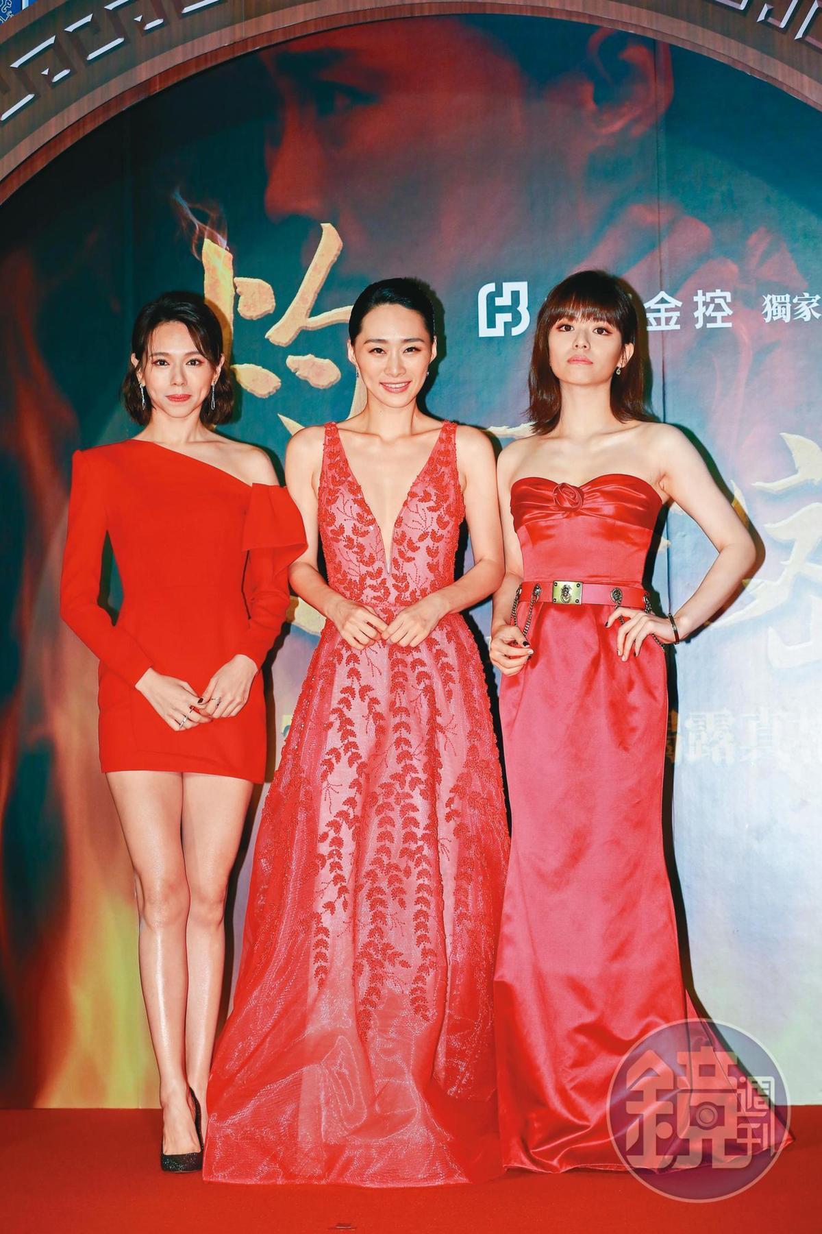 吳可熙(中)編劇的《灼人秘密》找來被說有姐妹臉的夏于喬(左)與宋芸樺(右)同台演出,製造不少話題。