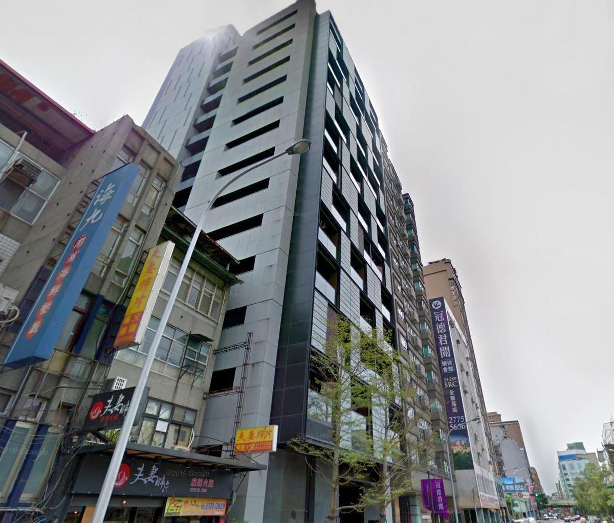 宋芸樺最近又換了新居,「冠德君閱」每坪單價破百萬,走的是精緻小宅路線。(翻攝自Google Map)