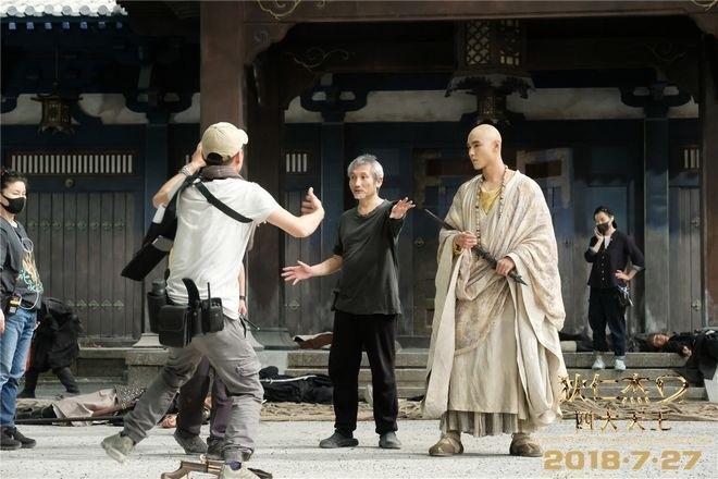 《 狄仁傑之四大天王》導演徐克(中)是赤塚佳仁眼中的「魔鬼導演」第一名。(翻攝自pttnews.cc)