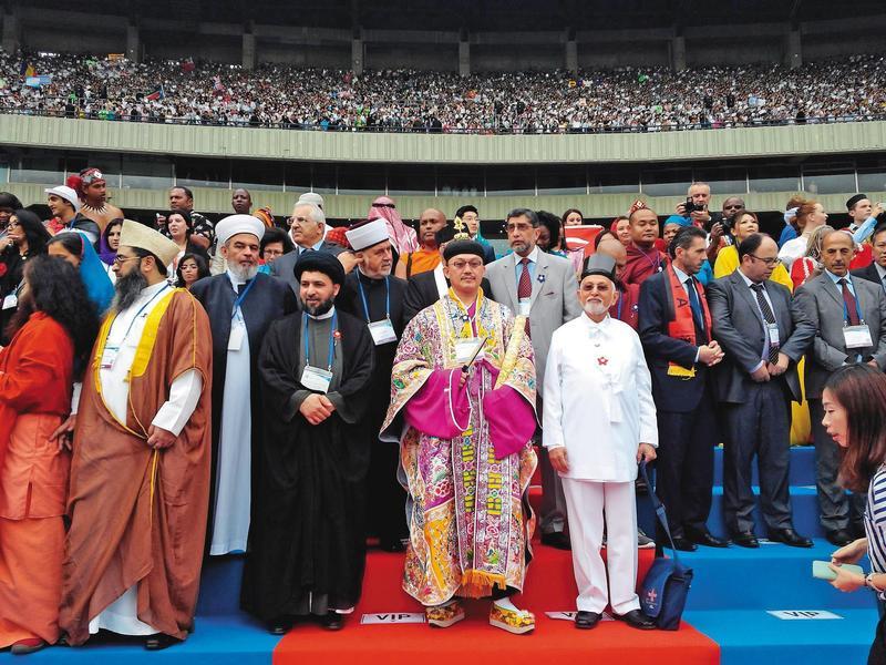張意將(前中)曾代表道教,赴韓國參加世界宗教領袖會議。(張意將提供)