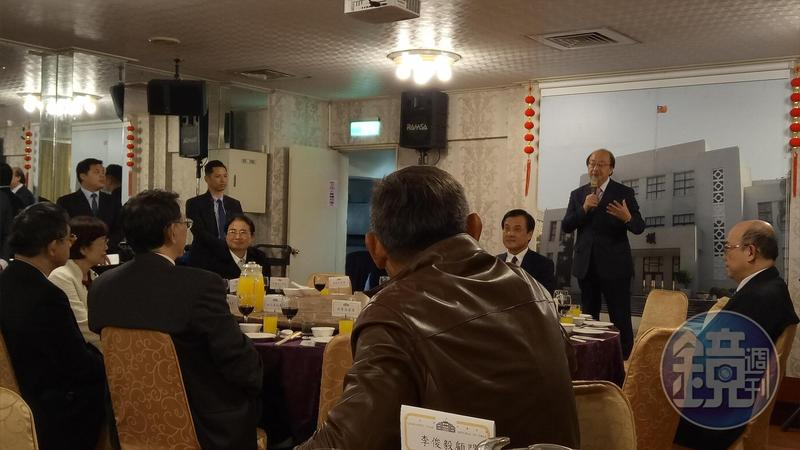 民進黨團總召柯建銘今晚在立法院年終餐會爆料,指前行政院長游錫堃今天去拜訪他。