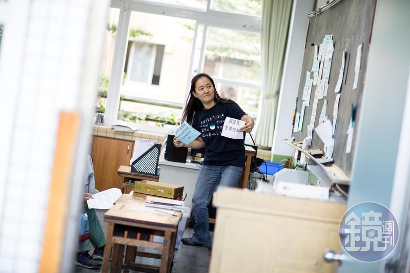 翁麗淑認為教育往前走能帶動整個社會,爭議正是最好的教材。