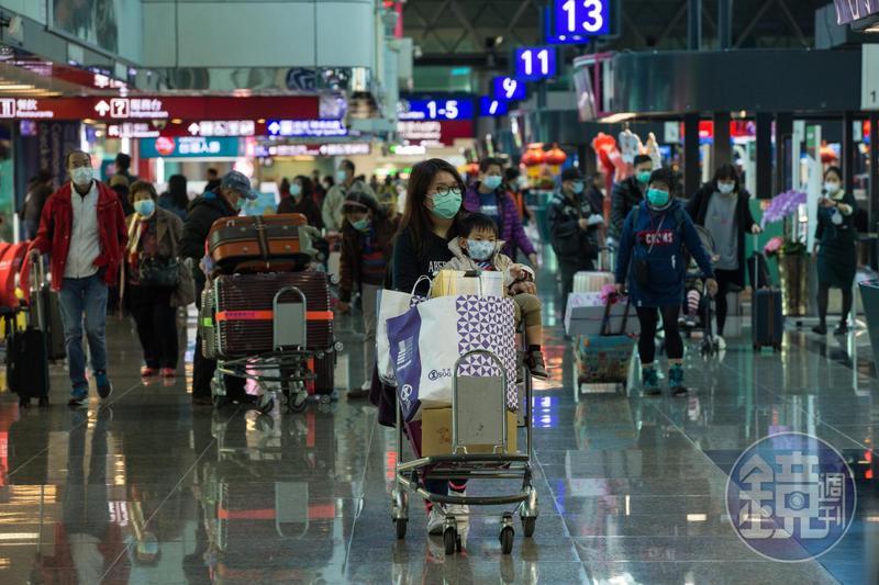 武漢肺炎台灣10例確診經治療均恢復良好,其中1人2次採檢均未驗到病毒,最快下週就可出院。