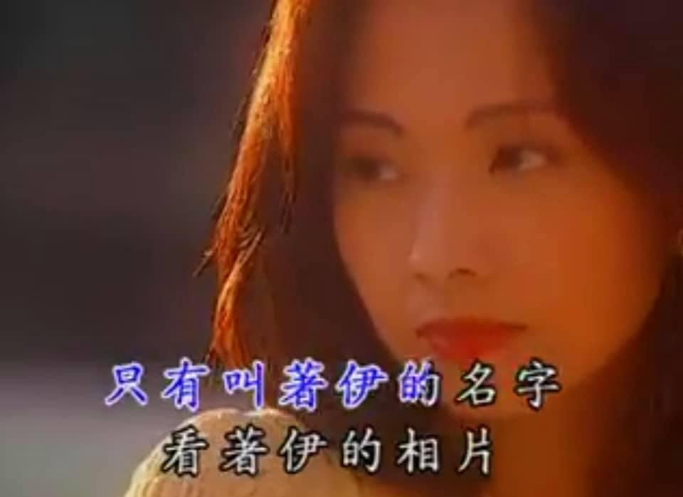 畫面中的郭昱晴化著大紅唇妝,臉孔相當清秀。(翻攝自郭昱晴臉書)