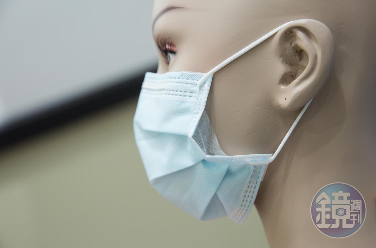 氣密式口罩在二側增加防漏彎摺,可提升貼合度。(鑽石型口罩氣密式600元/50片)