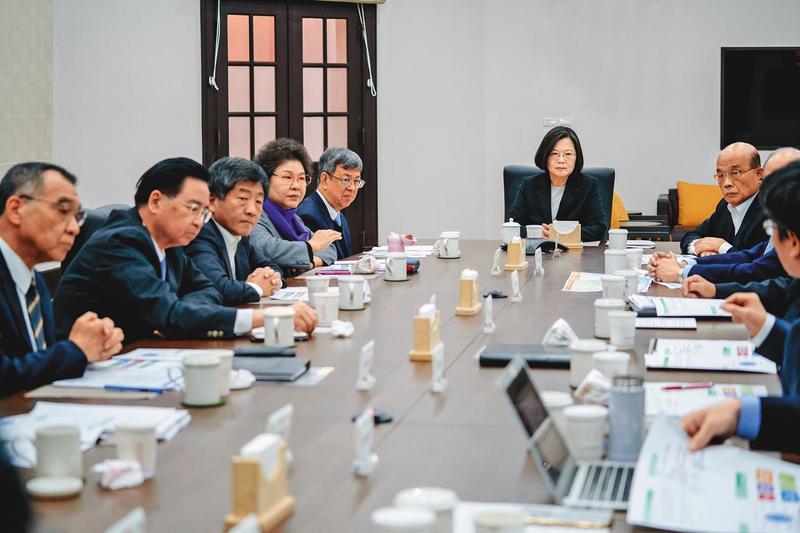 1月21日台灣出現首例武漢肺炎確診病例,總統蔡英文隔天就舉行國安高層會議,對可能疫情嚴陣以待。(總統府提供)