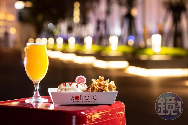 麒麟精釀啤酒(左,150元/杯)可以搭配雞柳條與是拉差醬佐味的舒芙蕾「炸雞辣甜心」(右,190元/份)。