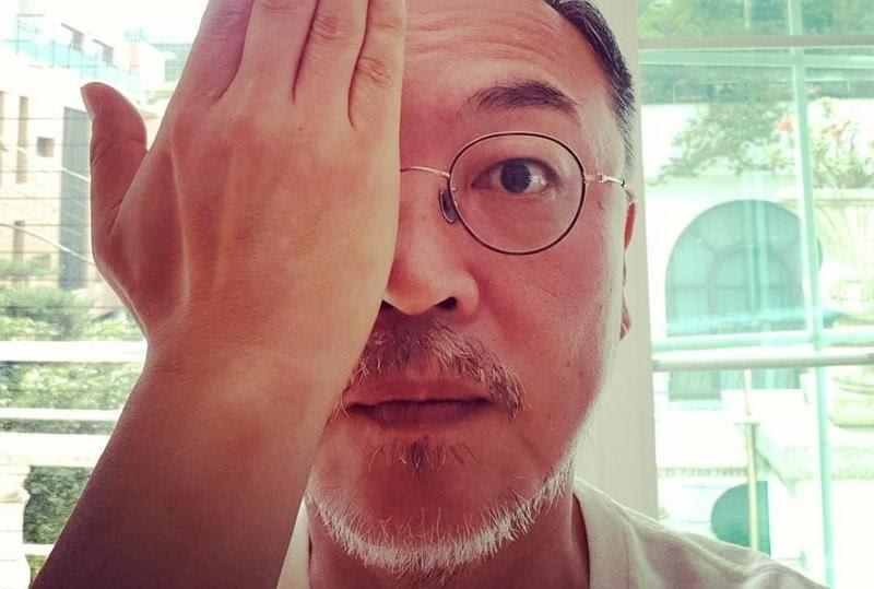 金義聖曾聲援香港反送中,並在社群網站上傳單手遮眼的照片響應香港的「警察還眼」活動。(翻攝自金義聖IG)