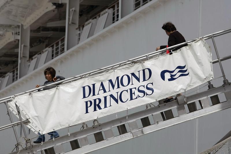 資料畫面,豪華郵輪鑽石公主號如今停泊橫濱港外接受14天隔離檢疫。(東方IC)