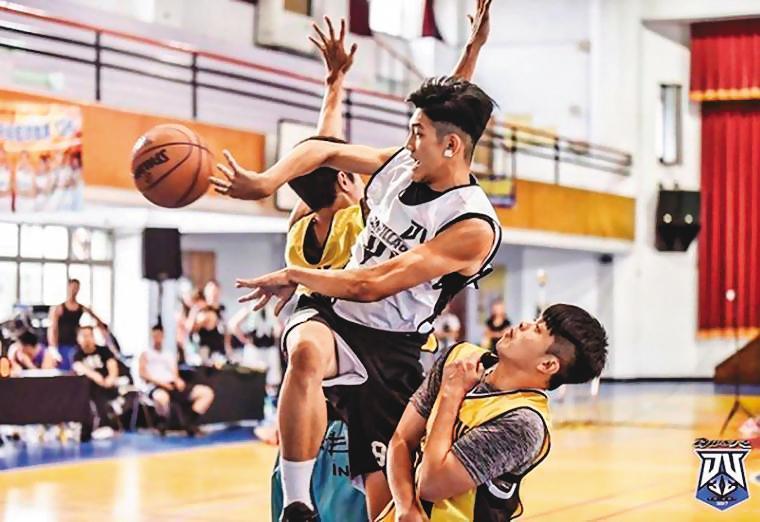 陳晁慶是前東吳大學英文系籃球隊球員,外型高帥又會打籃球,讓他被女粉絲喻為天菜。(翻攝IG)