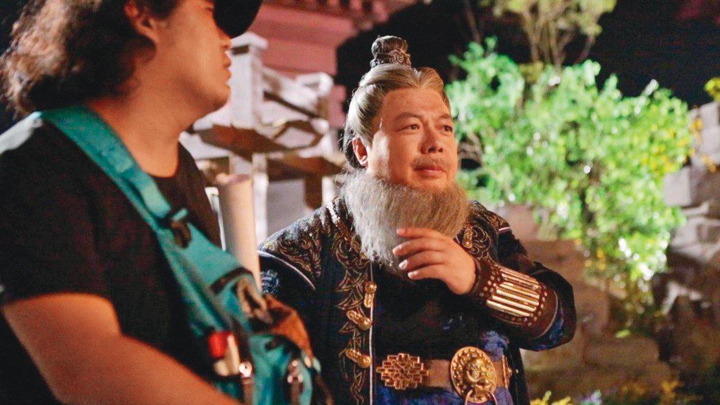 董至成2018年決定到中國大陸發展,北漂的他也轉型接拍《唐磚1》,飾演將軍。(翻攝自董至成微博)