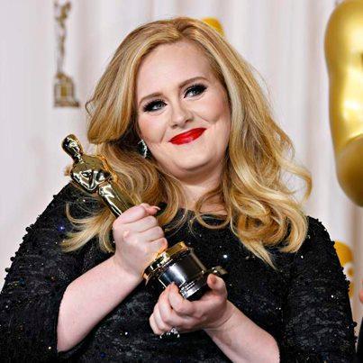 愛黛兒2013年獲得奧斯卡,當時體態仍相當豐腴。(翻攝自Adele臉書)