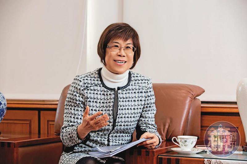 凌忠嫄在公務體系歷練已久,在國庫署任內替政府省下可觀的利息錢。