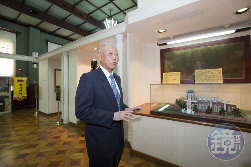 彰銀前台中總行經理王耀宗說,彰銀原是台灣人最早籌設的民營銀行。