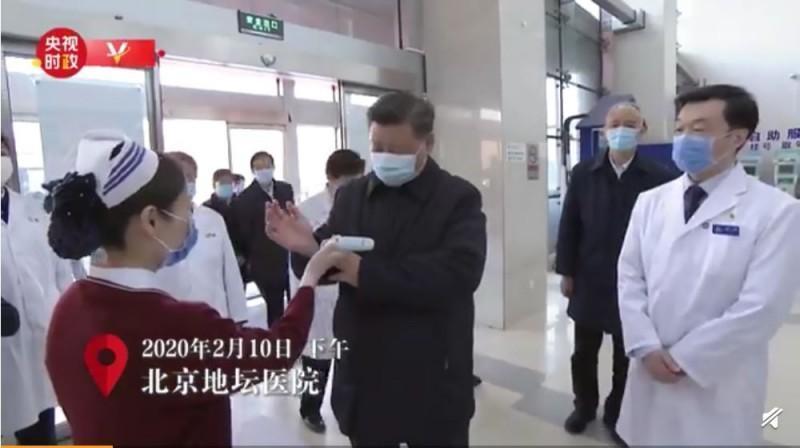 習近平破謠現身北京 伸手腕測體溫 網疑:龍頭不可測?