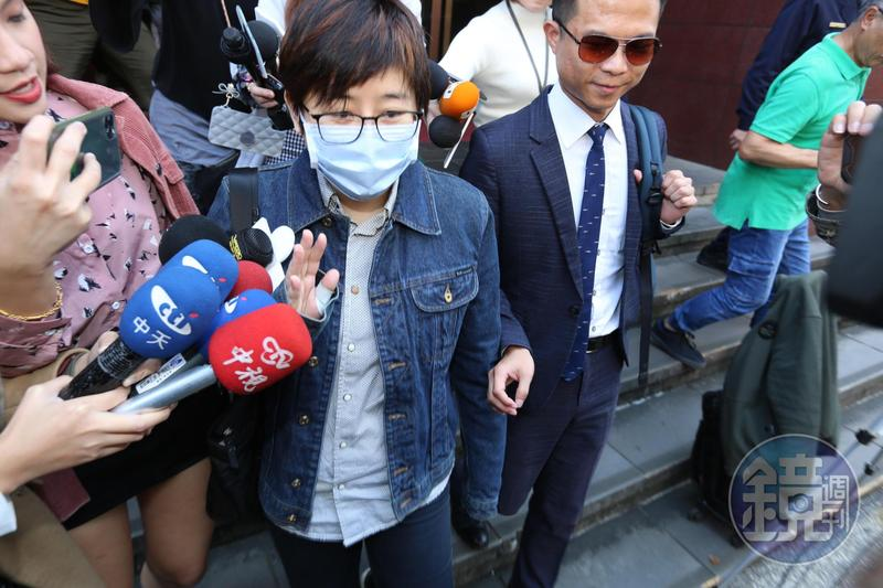 台北地院首度開庭審理卡神楊蕙如遭控網軍案,她出庭否認犯罪。