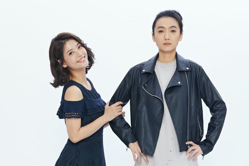 王樂妍在舞台劇《偽婚男女》首輪演出與小蠻配對,王樂妍(左)等不及想要吻小八。(故事工廠提供)
