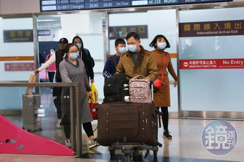13日台北關出現大量超帶口罩案,一名台商帶了2,209片口罩前往上海。(圖為示意圖,當事人與本新聞無關。)
