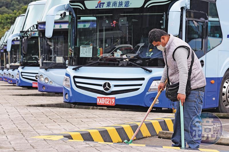 武漢肺炎疫情持續延燒,國內旅行社、遊覽車業者業績慘澹。