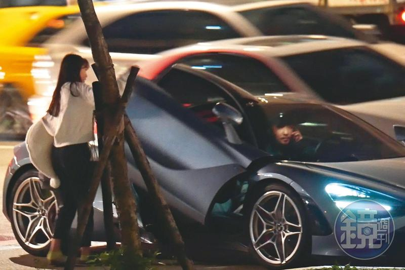 2月10日21:11,有一位長髮嫩妹上車,正以為李進良又有了新歡之際,原來此女是他的寶貝女兒Emma。