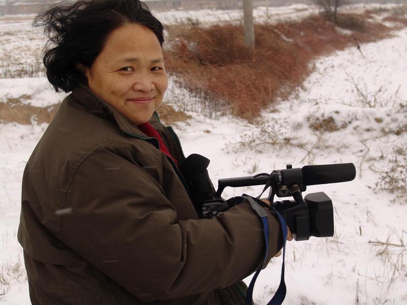 艾曉明從學者轉拍紀錄片,代表作有《天堂花園》《太石村》《我們的娃娃》《花兒為什麼這樣紅》《夾邊溝祭事》等。(艾曉明提供)