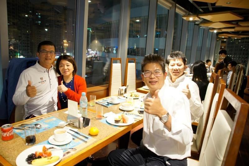 鍾俊榮與楊顯玲是早年合夥創業,男主外、女主內的默契延續至如今的上市公司三發地產。