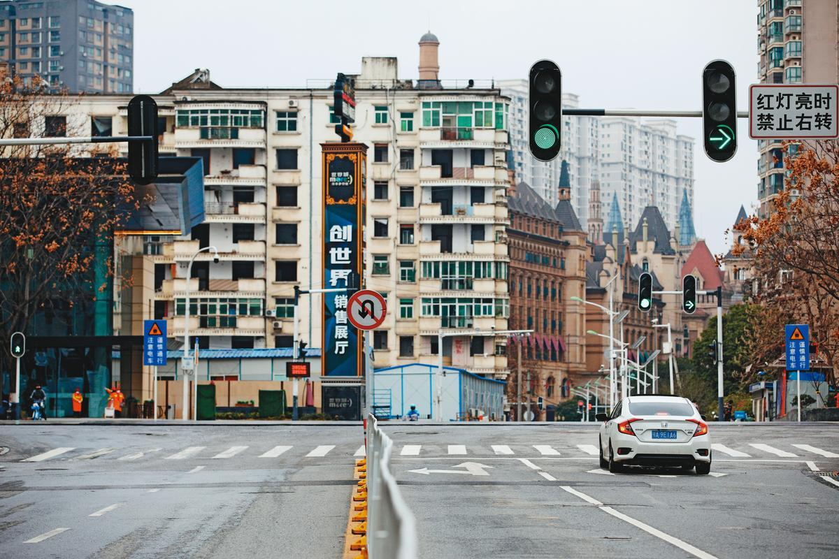 中國逾80個城市採封城或半封城等管控疫情,一旦陸續解除封城,恐成為下波防疫漏洞。(達志影像)