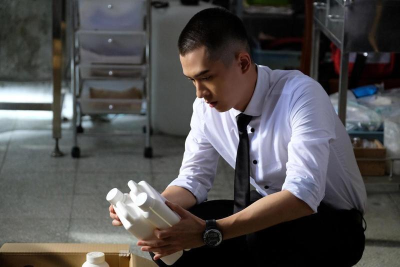 石知田在公視原創奇幻劇《妖怪人間》中飾演「特殊住民協調處」菜鳥員工。(世界柔軟提供)