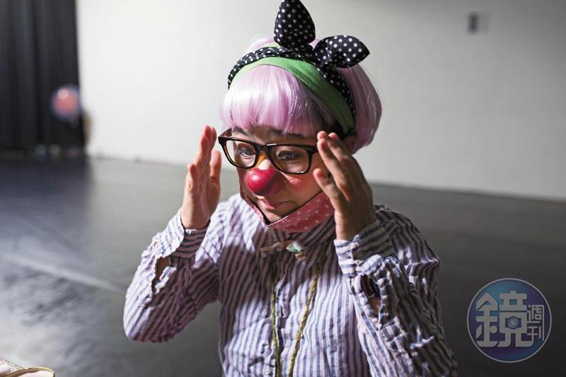 劇場人馬照琪在台灣推動小丑醫生進駐醫院,她也是《小丑醫生》漫畫女主角的原型。