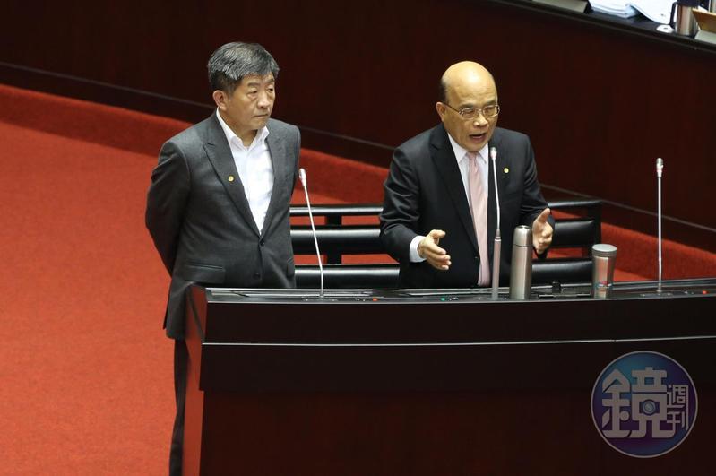 行政院長蘇貞昌(右)回答立委質詢。
