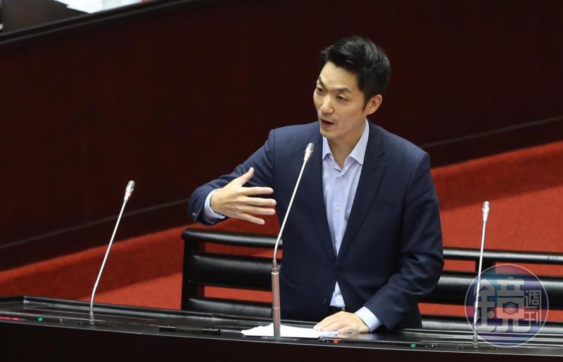 國民黨立委蔣萬安質詢行政院長蘇貞昌。