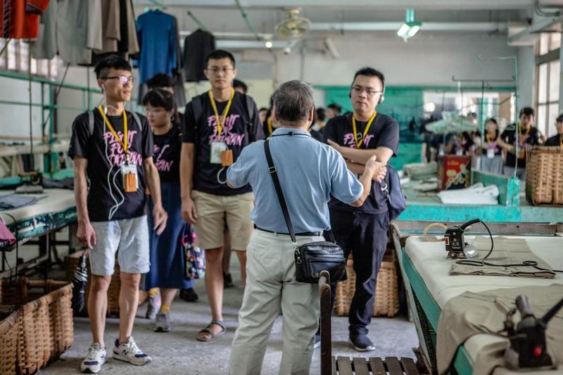 台灣制憲基金會就曾舉辦青年營隊,帶隊參觀景美人權園區。(台灣制憲基金會提供)