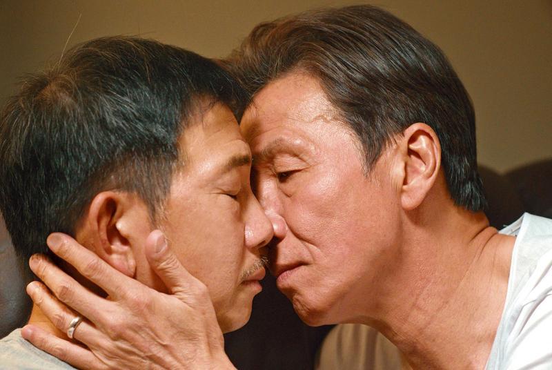 太保與袁富華兩位資深實力派男星,演出老先生之間的溫存親熱,給觀眾的感動大於震撼。(采昌提供)