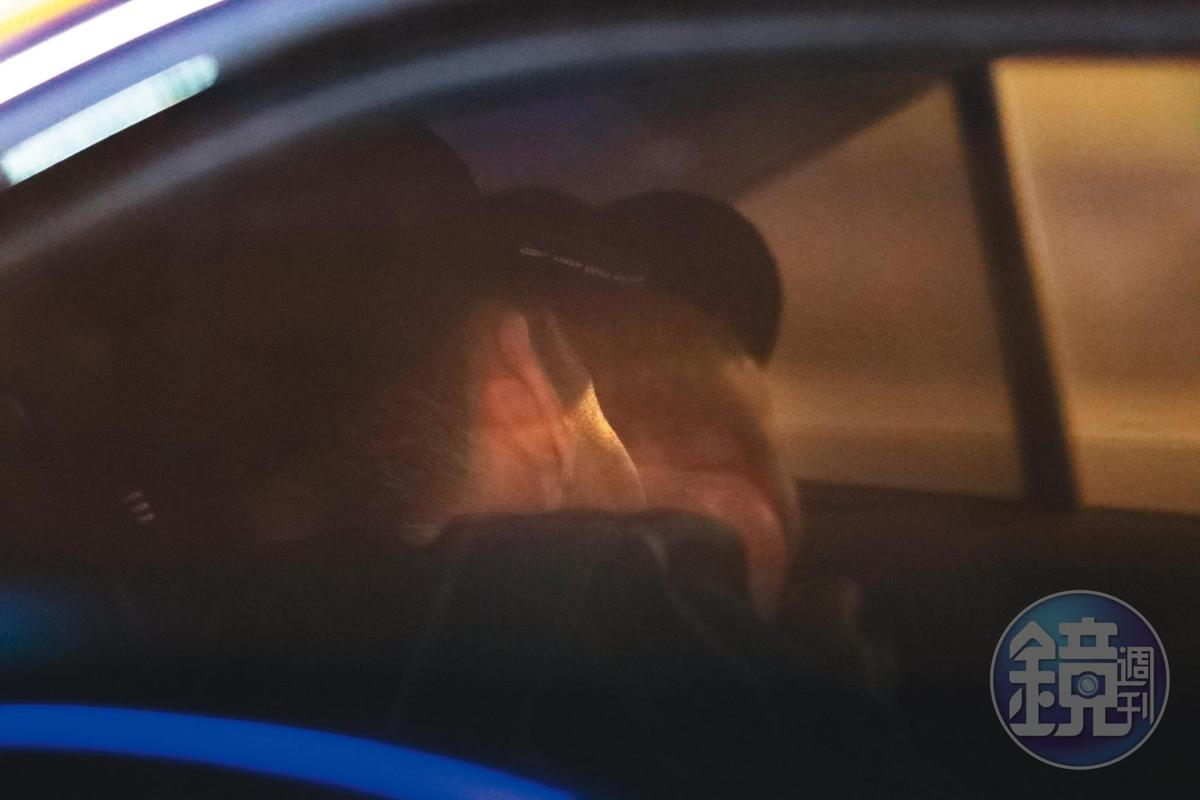 2/17 02:14 米砂和男友才一上車就迫不及待地喇舌。