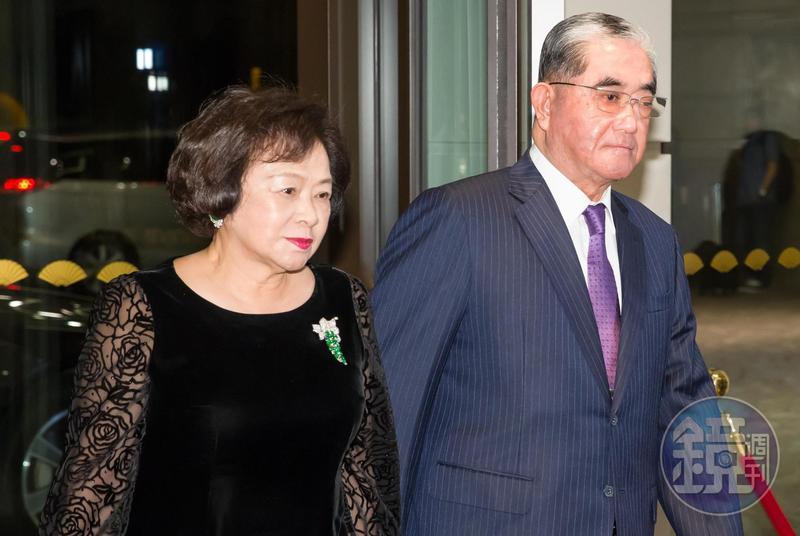 基隆顏家靠著姻親關係串聯起台灣的企業,像顏瓊姿的姑姑顏絢美就嫁給板橋林家的林明成。
