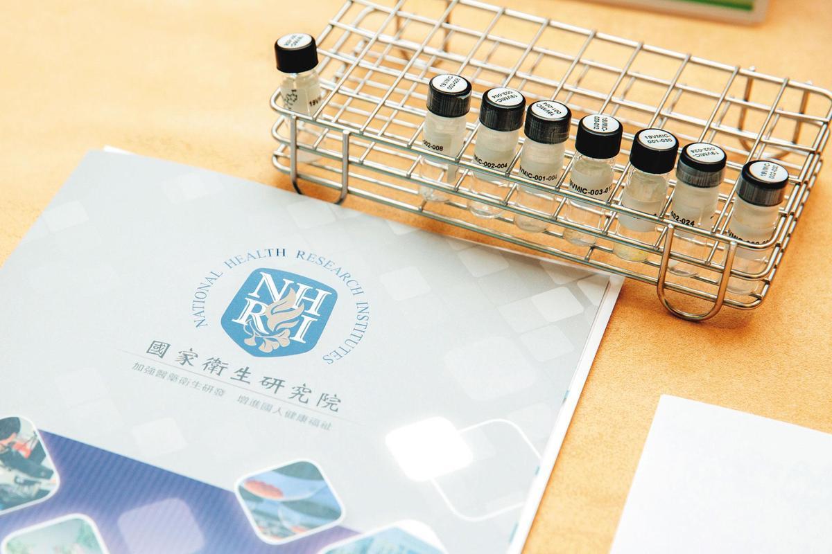 總統蔡英文視察國衛院表示,這裡的生物製劑廠符合PIC/S GMP規範,將是台灣防疫最堅強的後勤團隊。(總統府提供)