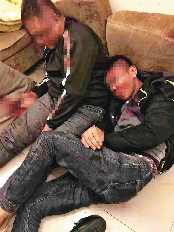 幹部遭毆打後,明仁會用更狠的方式報復,痛毆陳姓角頭的2名小弟(圖),並對施暴角頭發出追殺令。(翻攝畫面)