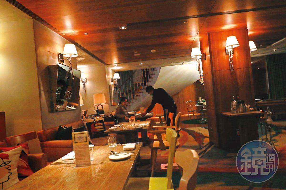 到了晚餐時段,S Hotel依舊空蕩蕩沒啥人氣。