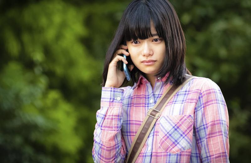 杉咲花飾演的角色在《罪樂園》裡具有替故事穿針引線的作用。(海樂影業提供)